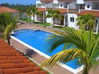 Attractive townhouses with short walk to the beach - Playa el Agua vacation rentals