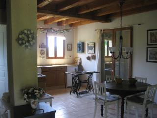2 bedroom Bungalow with Internet Access in Tremolat - Tremolat vacation rentals