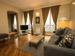 Montorgueil Apartment in Paris - Paris vacation rentals