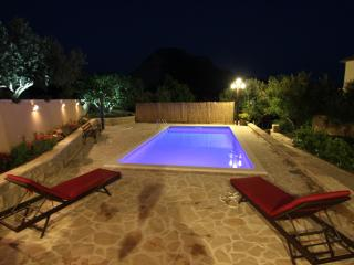 Quiet suburb of Split-Pool with mountain view - Split vacation rentals