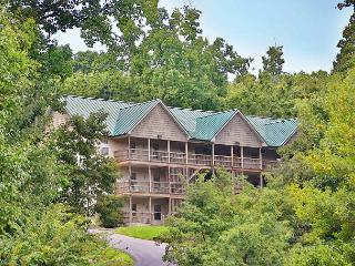 2 Bedroom Condo, Deck, BBQ Grill, Hot Tub, Country Porch Rockers, Sleeps 16 - Sevierville vacation rentals