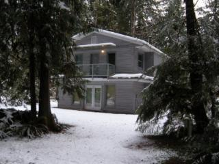 CR101qMapleFalls - Snowline #43 Roomy 2-story Cabin with Hot Tub - North Cascades Area vacation rentals