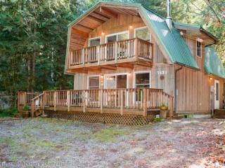 CR101wMapleFalls  - Snowline #49 -Country Cabin with a Private Hot Tub! - North Cascades Area vacation rentals