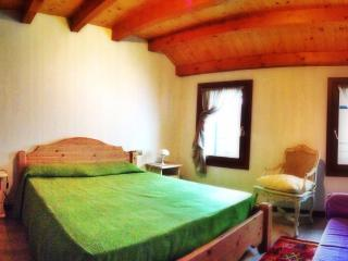 COZY INDIPENDANT HOUSE -BASSANO DEL GRAPPA & ASOLO - Borso del Grappa vacation rentals
