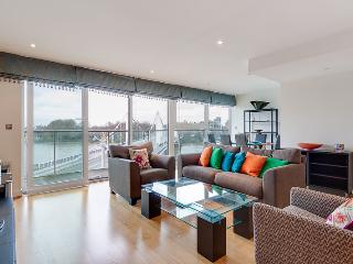 2-bed brand new flat with full River view - London vacation rentals