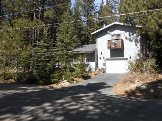 763K-Mountain Cabin with big sleeping loft area and hot tub, nice wooded area - South Lake Tahoe vacation rentals