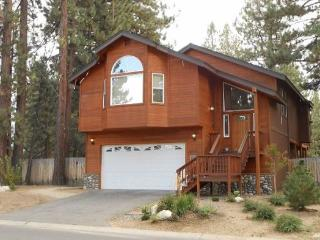 V2-Large Tahoe cabin style home, close to all Tahoe activities, wonderful hot - South Lake Tahoe vacation rentals