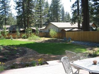 V23-Fantastic Tahoe cabin near the Lake with fenced backyard, hot tub, pets allowed - South Lake Tahoe vacation rentals