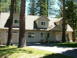 V9-Tahoe Retreat - large lot, spacious living area, back deck with hot tub! Close to hiking/biking trails. - South Lake Tahoe vacation rentals