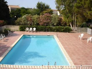 Nice Condo with Central Heating and Shared Outdoor Pool - Carqueiranne vacation rentals