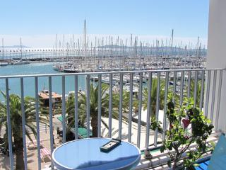 Cozy Condo in Hyères with Dishwasher, sleeps 5 - Hyères vacation rentals