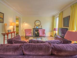 Outstanding Location, Stylish Decor - Clichy vacation rentals