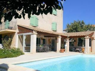 Serignan South of France villa near beach with private pool, sleeps 8 - Serignan vacation rentals