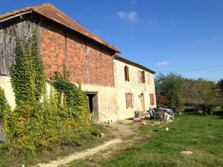 Organic farm stay with views of the Pyrenees - Montesquiou vacation rentals
