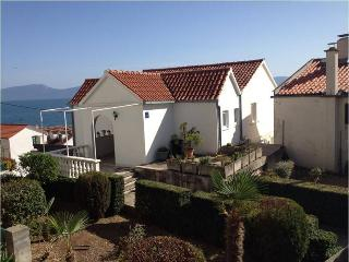 3 bedroom Apartment with Internet Access in Brist - Brist vacation rentals