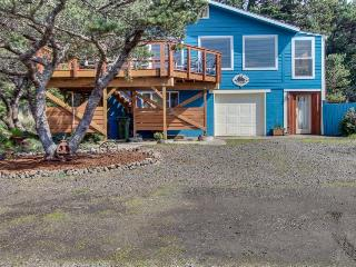 Ocean view, easy beach and bay access, dog friendly, deck. - Waldport vacation rentals