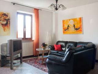 BORGO I Apartment - Cremia vacation rentals