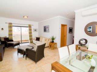 2 Bed Apt near Lagos Marina with Wifi, Gym & Pools - Lagos vacation rentals