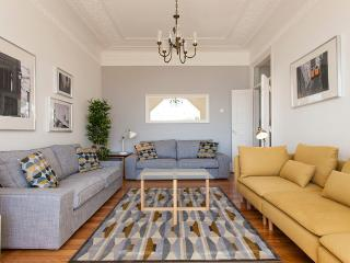 CENTRAL 8 ROOMS, 27 GUESTS, GARDEN & TERRACE - Lisbon vacation rentals