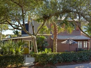 Cozy 1 bedroom apartment, just steps to the beach - Folly Beach vacation rentals