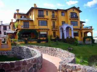 Lovely Tuscany Penthouse with stunning views - Otavalo vacation rentals