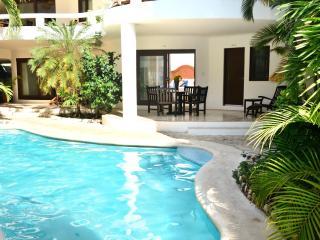 Ground floor 2 bedroom, 2 bathroom suite, sleeps 4 - Playa del Carmen vacation rentals