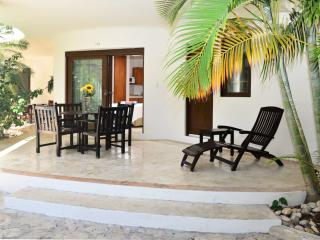 Ground floor 2 bedroom, 2 bathroom suite, sleeps 4 - Playa del Carmen vacation rentals