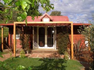 bella rouge cottage - Bright vacation rentals