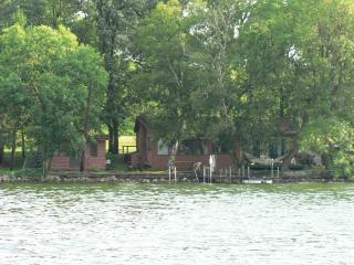 Tranquil Lake Cabin and guest house - Burtrum vacation rentals