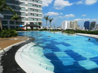 CONDO IN MAKATI NEAR GREENBELT - Makati vacation rentals