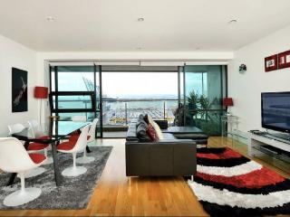 Luxury Apartment : Stunning Views : Funky Location - Auckland vacation rentals