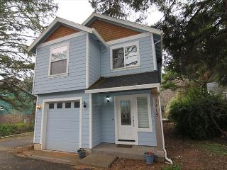 Charming Home Set in Serene Wooded Area of Lincoln City's Nelscott District - Lincoln City vacation rentals
