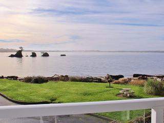 Waterfront Condo with Bay Views--Shopping, Restaurants & Beach Nearby - Lincoln City vacation rentals