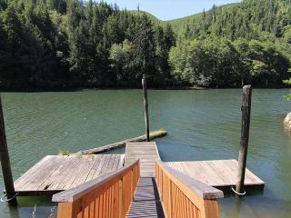 Cozy Riverfront House off Siletz - Lincoln City vacation rentals