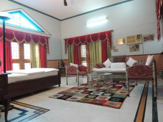 Nice Bungalow with Internet Access and Cleaning Service - Allahabad vacation rentals