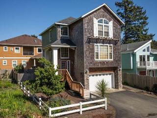 Beautiful Home w/ Hot Tub Close to Beach - Lincoln City vacation rentals