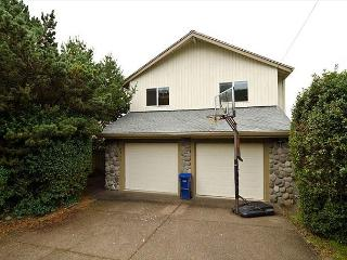 Ocean View Home in Roads End is Just a Block from the Beach! - Lincoln City vacation rentals