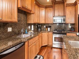 Gorgeous North Newport Home Overlooks Yaquina Lighthouse! - Newport vacation rentals