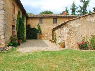 Nice Farmhouse Barn with Internet Access and Garden - Siena vacation rentals