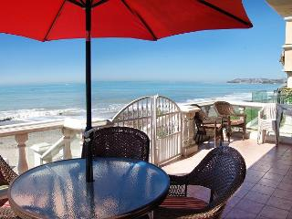 Large Family Beach House Right on the Sand! 4 Bed/ 3 bath Sleeps 12 (083) - Dana Point vacation rentals