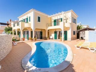 Sunflower villa, 3 bedroom, private pool, 500m from Porto de Mós - FREE WIFI - Lagos vacation rentals