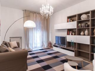 Bright and spacious in city center, sleeps 7 - Verona vacation rentals