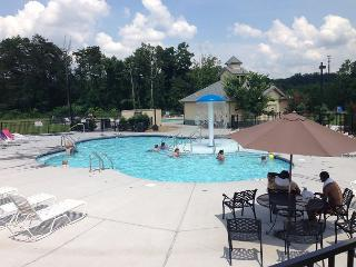 Condo MV1403 Walking Distance Pigeon Forge attractions, pool - Pigeon Forge vacation rentals
