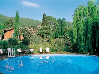 2- part villa with swimming pool- easy drive or train to Rome. HII POG - Lazio vacation rentals