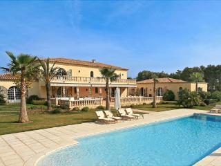 Outstanding 6 Bedroom St Tropez House, YNF CHE - Saint-Tropez vacation rentals