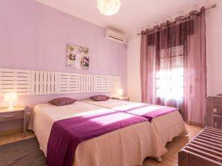 Freshly Renovated Apart. with pool & Great location, 5 minutes from beach - Albufeira vacation rentals