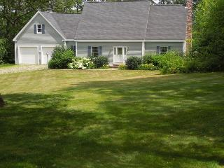 EASY BREEZES | BOOTHBAY MAINE | BARTERS ISLAND |SALT WATER RIVER | PRIVATE DOCK & FLOAT | SLEEPS SIX | PET FRIENDLY - Boothbay vacation rentals
