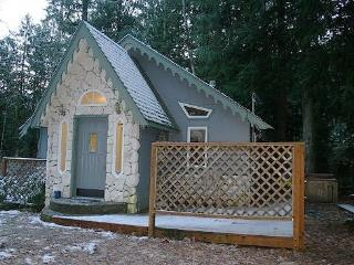 CR102jMapleFalls - Glacier Springs Cabin #60 - The Enchanted Cottage with a hot tub! Free Wi-Fi - Glacier vacation rentals