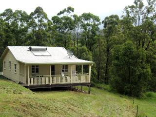 Beautiful Cottage with Deck and Satellite Or Cable TV - Kenilworth vacation rentals