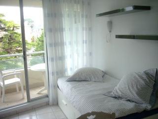 Crystal Petit Studio - Acces direct à la plage - 17 m2 canapé-lit - Dinard vacation rentals